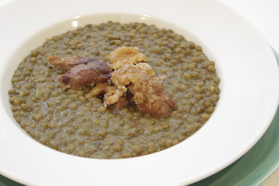 Lentejas estofadas con confit de pato y curry