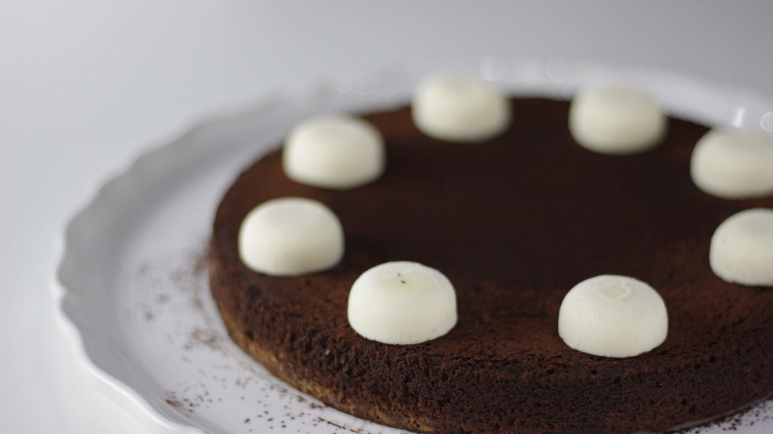 Tarta de chocolate con biscuit glacé de vainilla